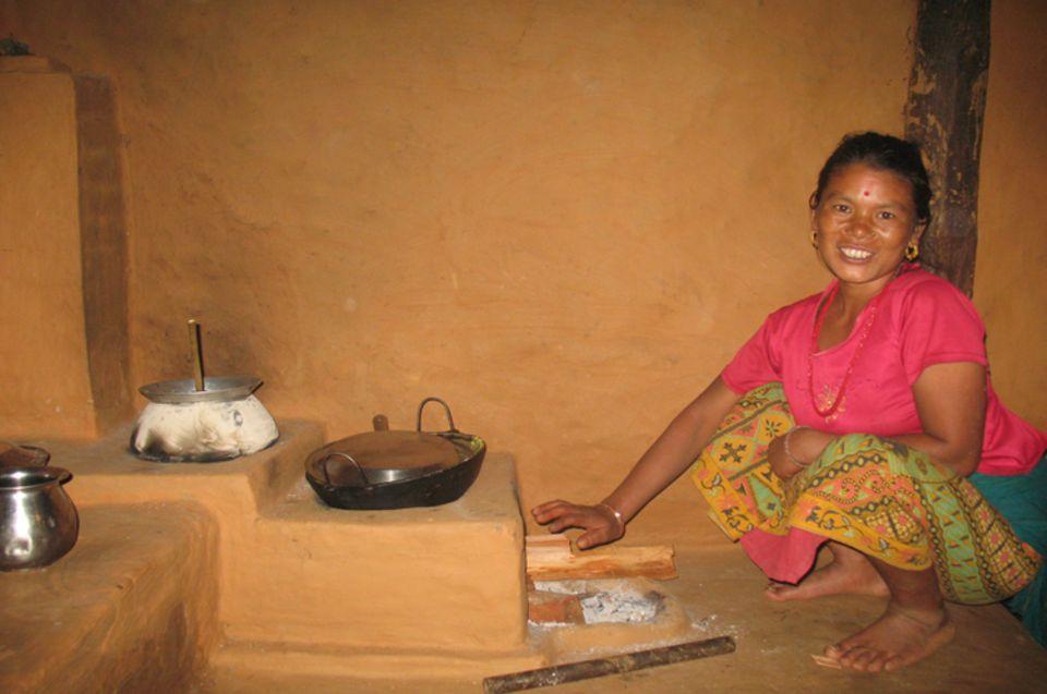 Instalación de estufas-hornos de barro ahorradores de leña