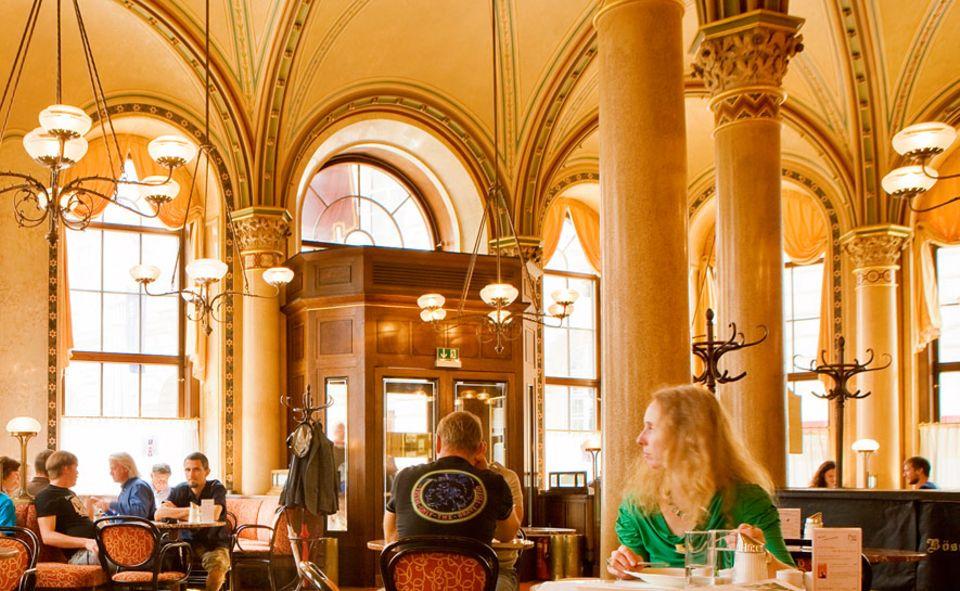 Städtetrip: Wer in Wiener Kaffeehäusern Platz nimmt, darf Zeit mitbringen, denn hier ist es erlaubt, auch mit nur einer Tasse Kaffee stundenlang sitzen zu bleiben