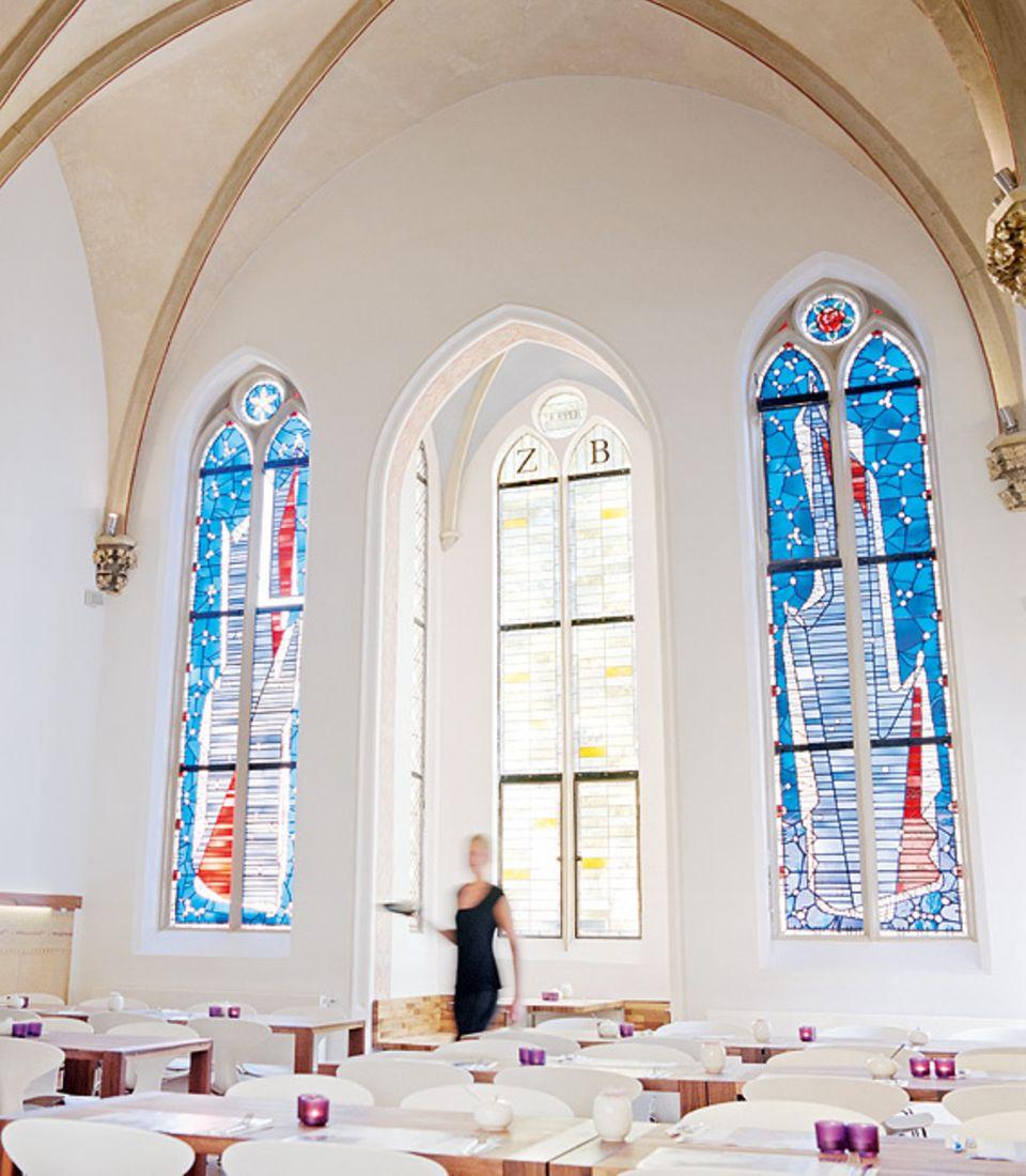 """Köln: Die Kapelle des einstigen Kinderheims nutzt das Hotel """"Hopper St. Josef"""" als Frühstücksraum"""