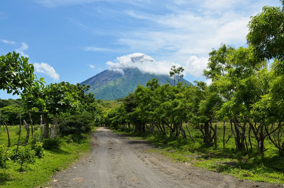 Nicaragua: Der Vulkan Concepción ist aktiv und ist zum letzten Mal im Jahr 2010 ausgebrochen. Zusammen mit dem Vulkan Maderas formt er das Gesicht der Insel Ometepe