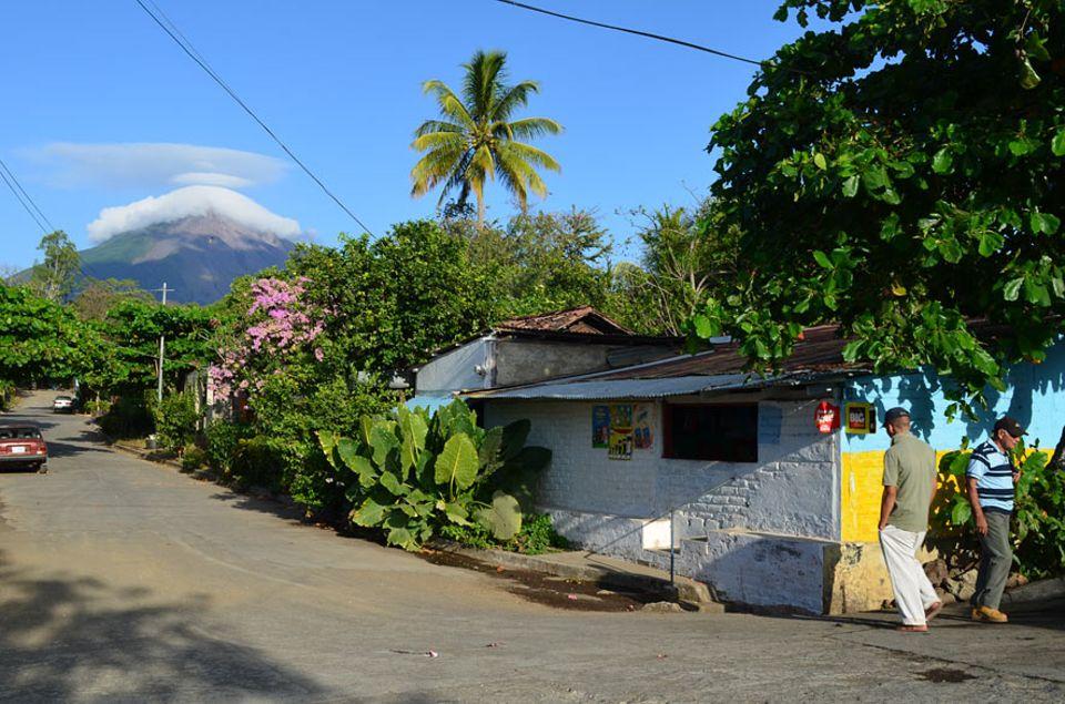 Nicaragua: Die Stadt Moyogalpa liegt idyllisch zwischen dem Ufer und dem Vulkan Concepción und erfreut sich an immer mehr Besuchern aus dem In- und Ausland