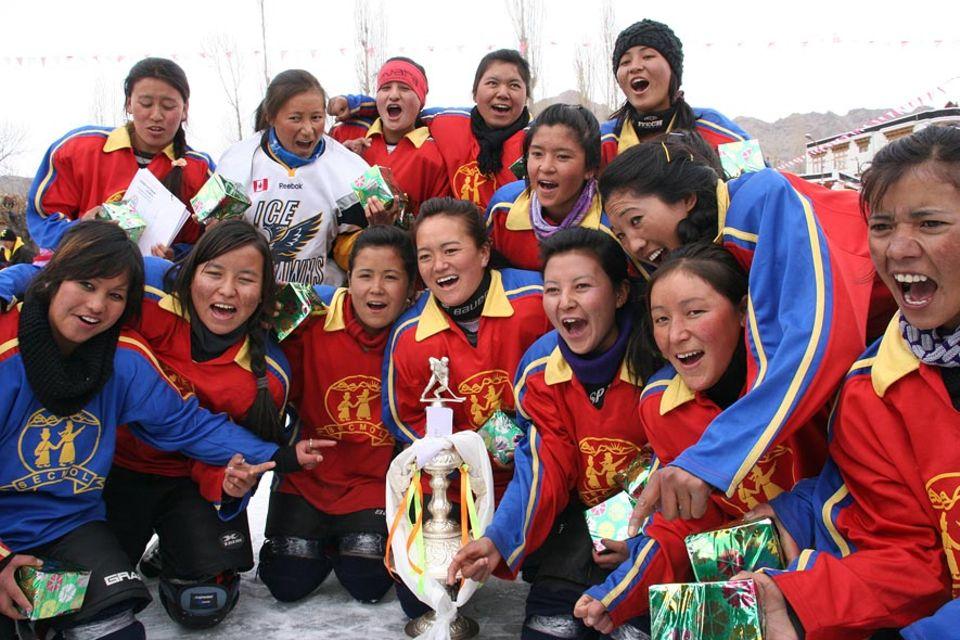 Das Frauen-Team der Secmol-Schule hat ein Turnier gewonnen