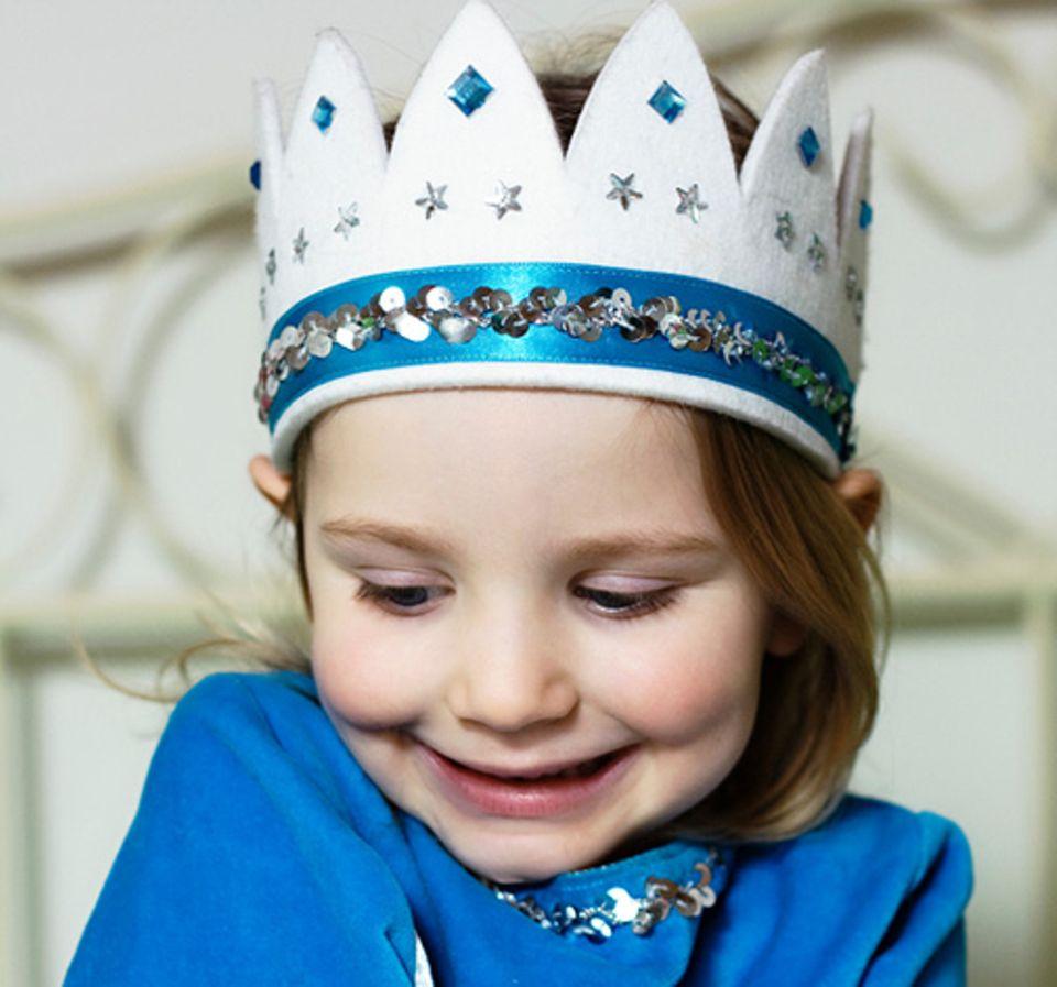 Redewendung: Wenn jemand einer Sache die Krone aufsetzt, vollendet er sein unverschämtes Verhalten durch eine weitere Frechheit
