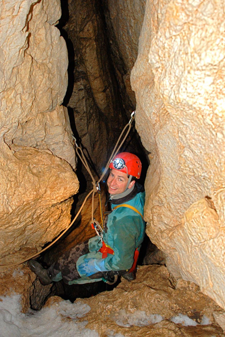Höhlendrama: Lars Abromeit auf dem mühsamen Weg in die Tiefe des weit verzweigten Höhlensystems