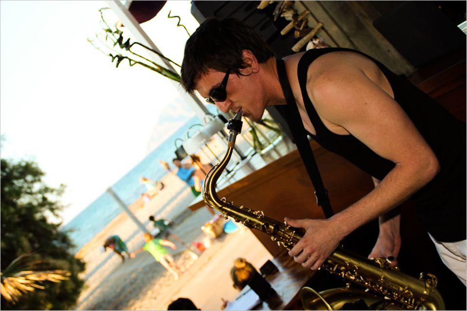 """Mallorca: In der """"El Sol Sunshine Bar"""" wird der Sonnenuntergang mit Musik unterlegt"""