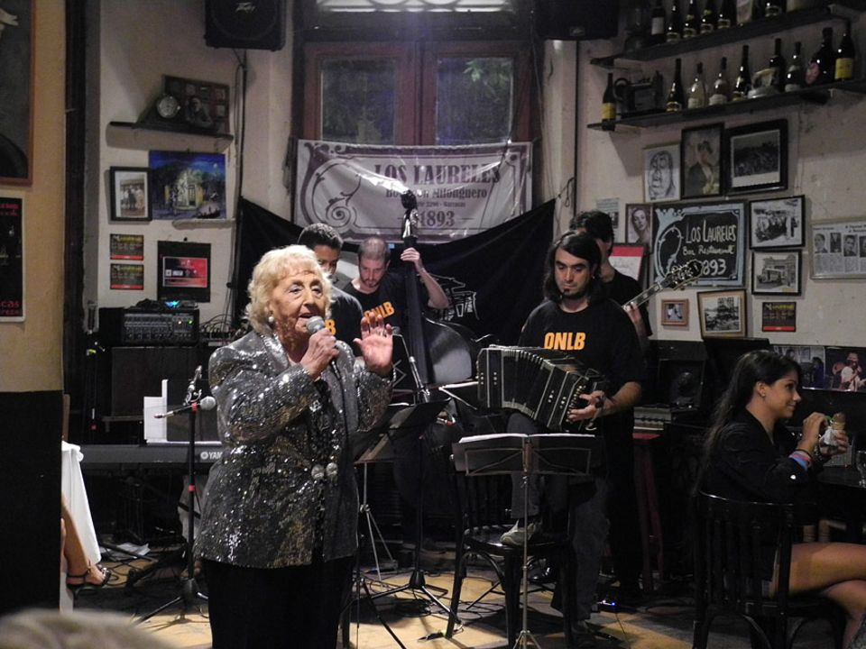 Inés Arce ist eine Legende in Buenos Aires. Die Tango-Sängerin steht seit fast 80 Jahren auf der Bühne