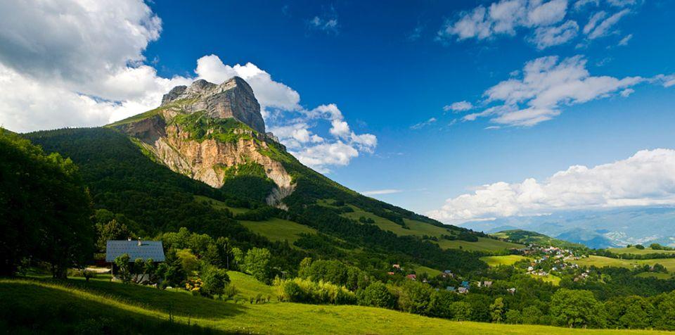 Frankreich: Der karstige Gipfel des Dent de Crolles gehört neben dem Grand Som und dem Chamechaude zum Chartreuse-Massiv