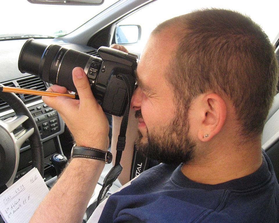 Beruf: Detektiv Schrumpf bei der Beobachtung