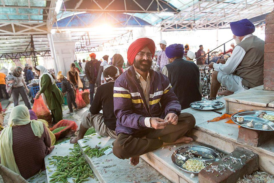 Indien: Kajinde Singh ist nicht nur zum Kochen im Goldenen Tempel. Er sucht hier nach der großen Liebe