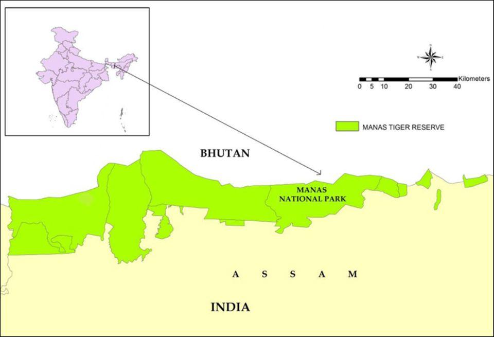 Indien: Lage des Manas Nationalparks und des Manas-Tiger-Reservats (grün) im Norden von Assam, an der Grenze zu Bhutan