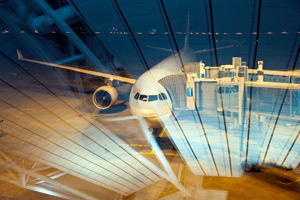FLIEGEN: It´s Boarding-Time! Das Platznehmen im Flugzeug könnte viel schneller gehen, meinen zumindest die Wissenschaftler. Doch die Praxis sieht meist anders aus