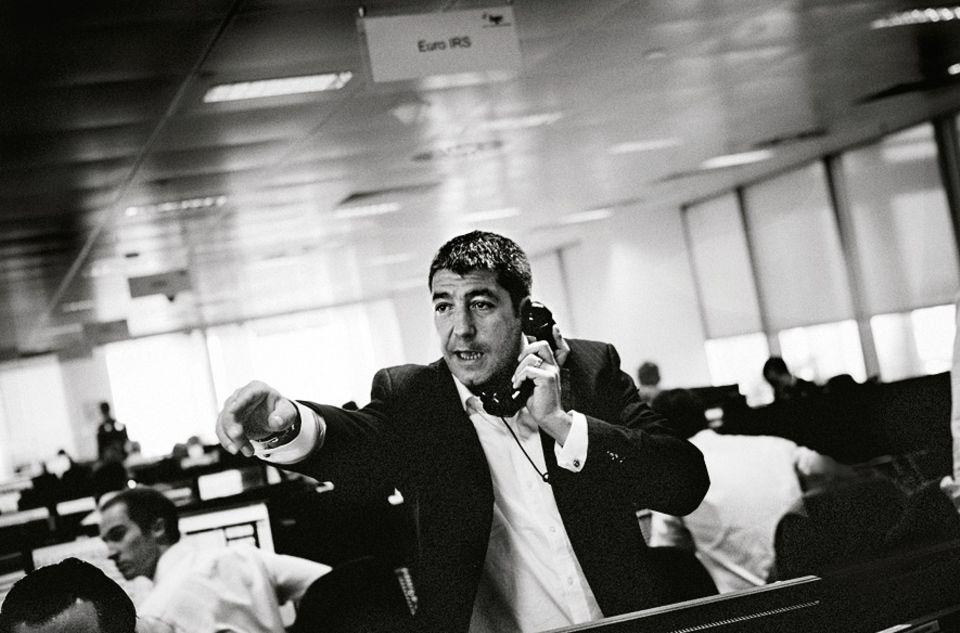 Burnout: Nirgends zeigen sich die Hektik, der Termindruck und Stress der modernen Arbeitswelt eindringlicher als in der Finanzbranche. Der britische Fotograf Marcus Bleasdale hat die überreizte Stimmung an der Londoner Börse während der Finanzkrise im Bild festgehalten