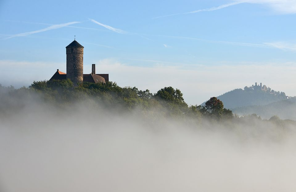 Werra-Burgen-Steig: Die Burgen Ludwigstein und Hanstein sind Wegbegleiter auf einer Wanderung durch das Werratal