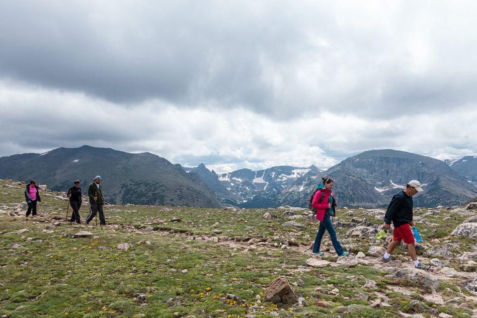 Rocky Mountains Nationalpark: Der Ute Trail wurde einst von den Ute und Arapaho Indianerstämmen auf dem Weg zu ihren Jagdgrüden benutzt. Man wandert fast den kompletten Weg über der Baumgrenze, und hat deshalb freien Bergblick auf die Continental Divide. Es ist der Lieblingspfad unserer Naturkundlerin, die die Weite der alpinen Tundra besonders schätzt