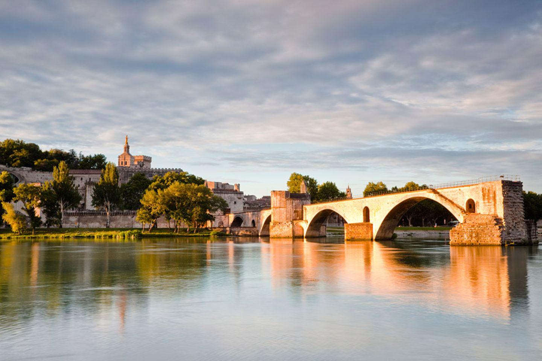 """Provence: Avignon wird auch """"Stadt der Päpste"""" genannt, da sie im 14. Jahrhundert Papstsitz war"""