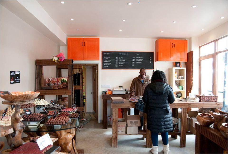 """Reisetipps London: Immer gut gelaunt - Paul der Besitzer des Schokoladenladens """"Dark Sugars"""" in der Brick Lane"""