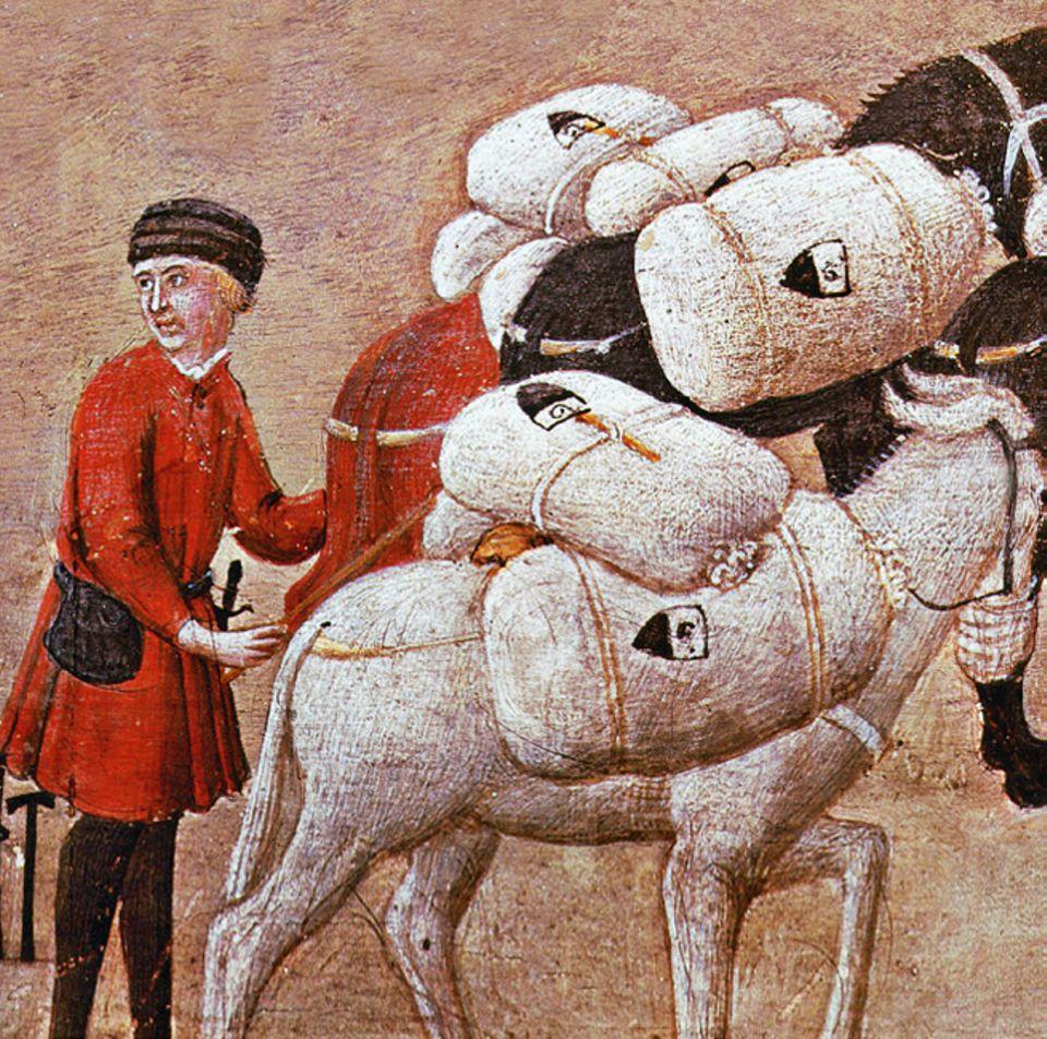 Florenz um 1300: Mit dem Schiff und per Maultierzug, wie hier, lassen die italienischen Großhändler Rohwolle aus England oder Flandern zur Weiterverarbeitung in ihre Heimatstädte transportieren