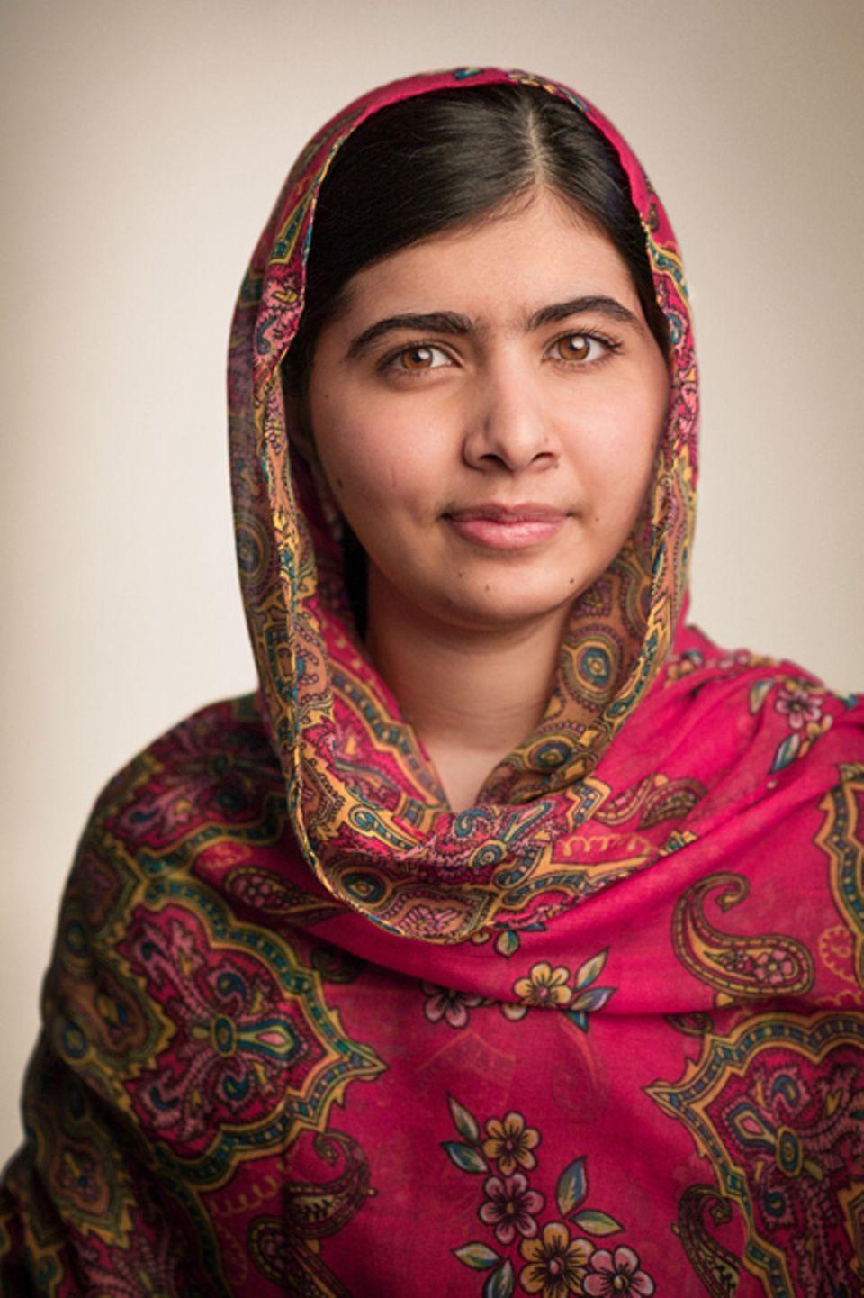 Buchtipp: Malala Yousafzai machte bereits im Alter von elf Jahren auf sich aufmerksam. Für die Webseite des britischen TV-Senders BBC führte sie ein Blog-Tagebuch, in dem sie über die Gewalttaten der Taliban (eine terroristische Gruppe) berichtete