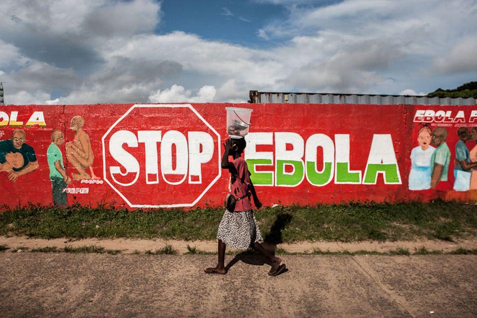 Ebola: Fast 4000 Menschen sind seit dem Ausbruch der Epidemie im Frühsommer 2014 bereits an Ebola gestorben