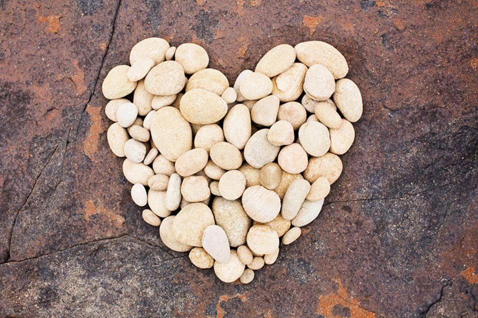 Redewendung: Fällt jemandem ein Stein vom Herzen, ist er erleichtert