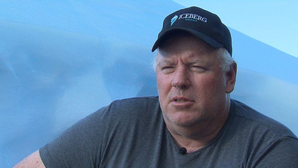 Ed Kean sucht nach kleineren Eisbergen, die vor der Küste Neufundlands vorbeidriften, fängt sie ein und baut sie ab