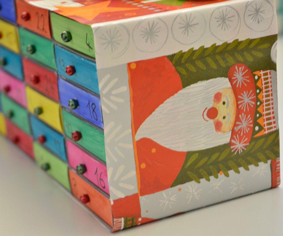 Weihnachten: Adventskalender aus Streichholzschachteln