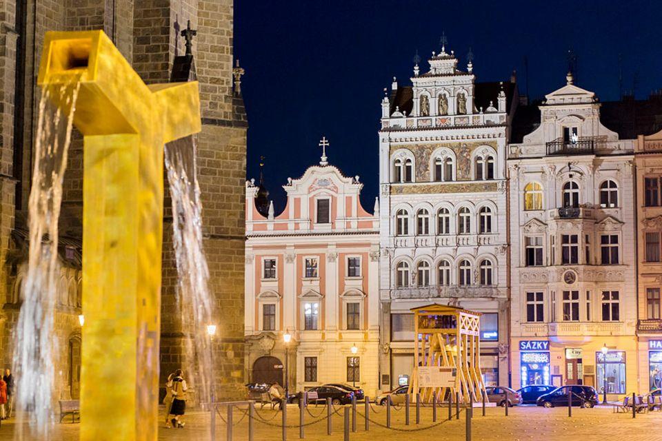 Europäische Kulturhauptstadt 2015: Er misst 193 mal 139 Metern und ist einer der größten Marktplätze Europas. Ein Hingucker des Marktplatzes sind die goldenen Brunnen, die von Architekt Ondrej Cisler entworfen wurden
