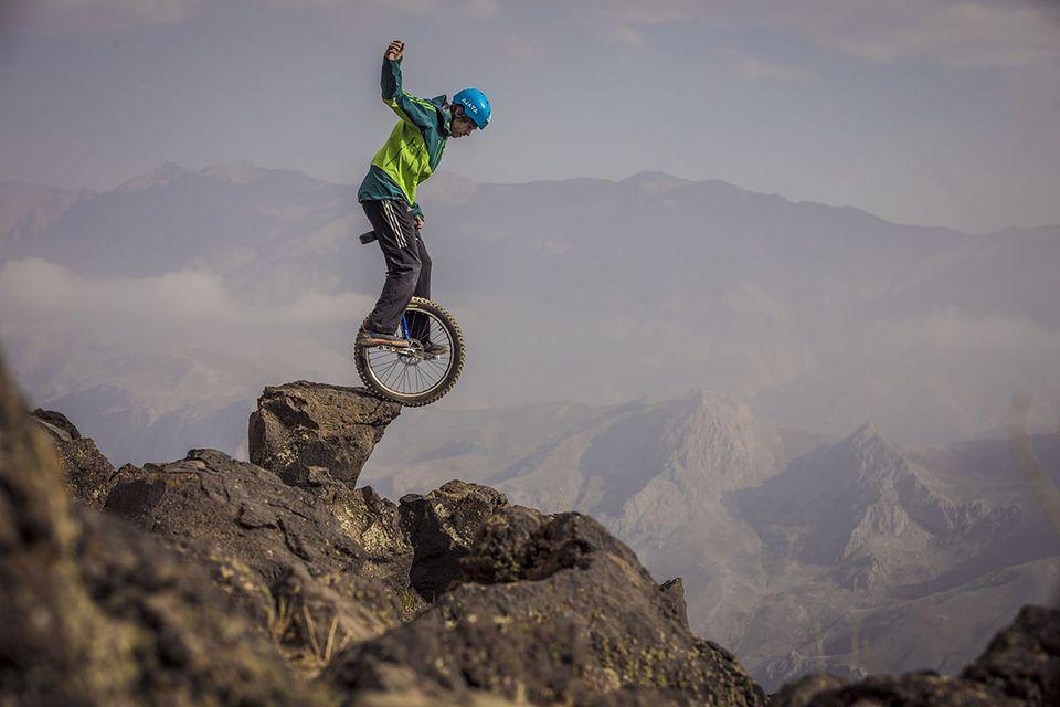 Damavand im Iran: Einrad-Fahrer bezwingt 5671 Meter hohen Berg