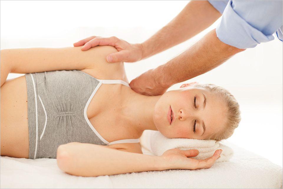 Bindegewebe: Warum helfen Massagen, Akupunktur und Yoga gegen Schmerzen? Eine Antwort liefert die Faszien-Forschung