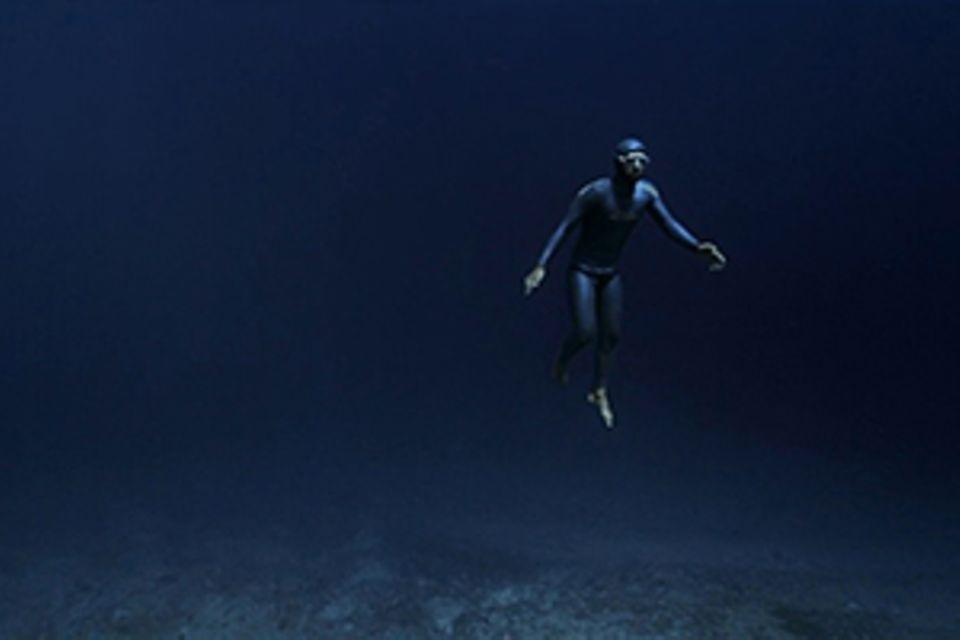 "Apnoe-Taucher Guillaume Néry: Kurzfilm ""Ocean Gravity"": schwerelos im Meer"
