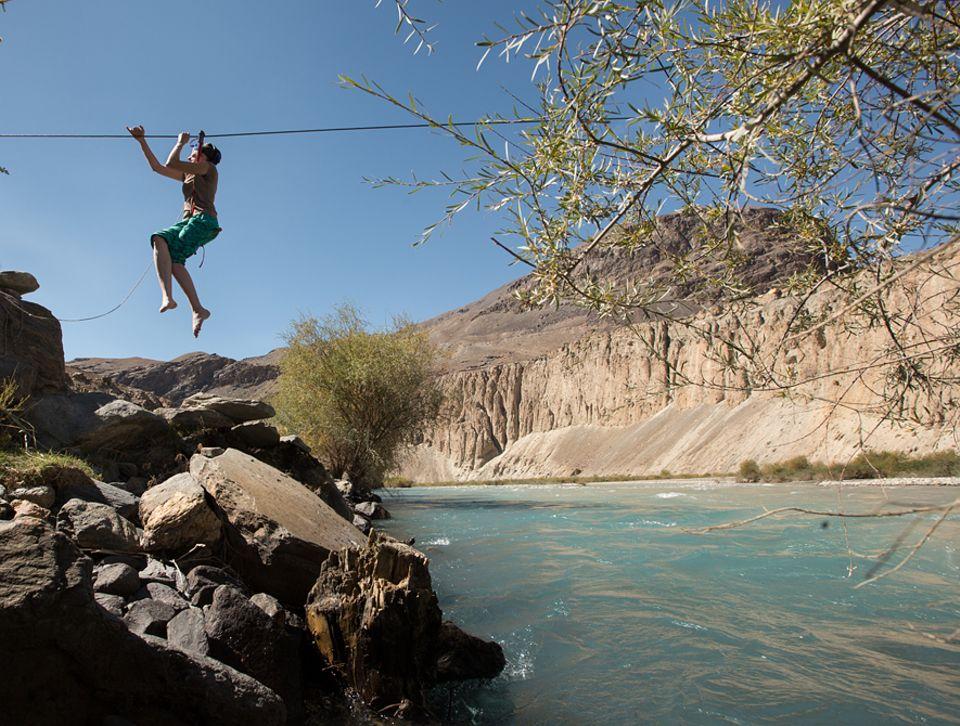 Abenteuer: An einem Hängeseil quert die Forscherin den Bartang-Fluss. Mut und Offenheit, sagt Stefanie Kicherer, seien die wichtigsten Eigenschaften einer Ethnografin