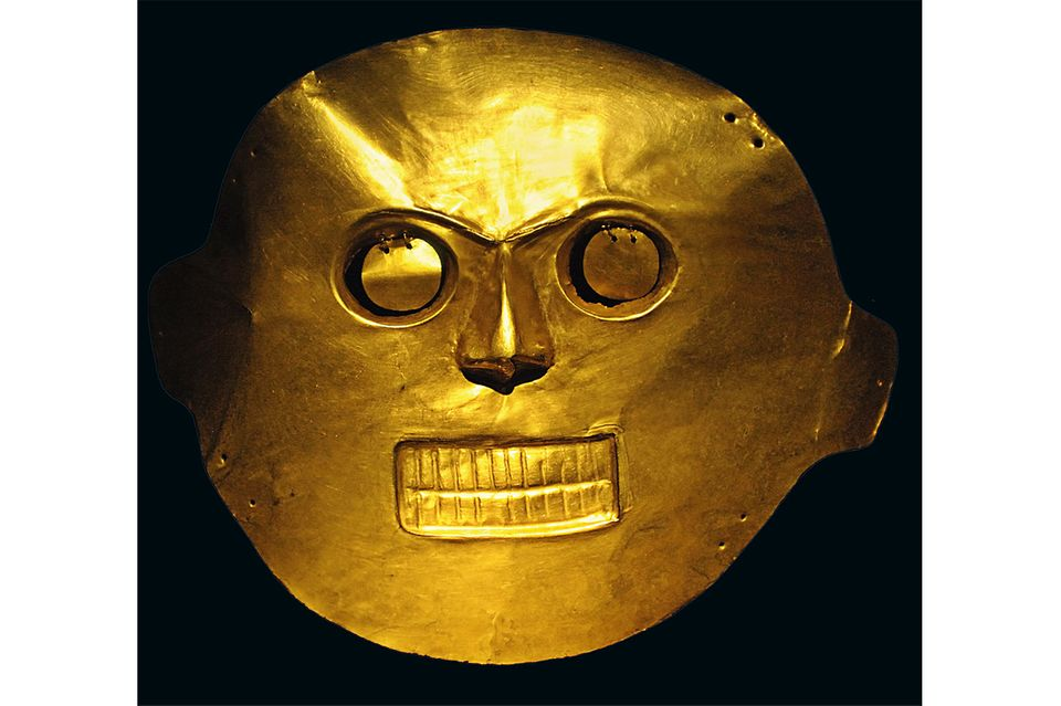 El Dorado: Für die Ureinwohner Südamerikas besitzt Gold vor allem rituellen Wert. Wie diese Totenmaske, die das Antlitz des Verschiedenen unsterblich machen soll, haben fast alle Geschmeide eine symbolische Bedeutung. Die Indios verarbeiten zumeist deshalb Gold, weil es glänzt wie die Leben spendende, von ihnen als göttlich verehrte Sonne