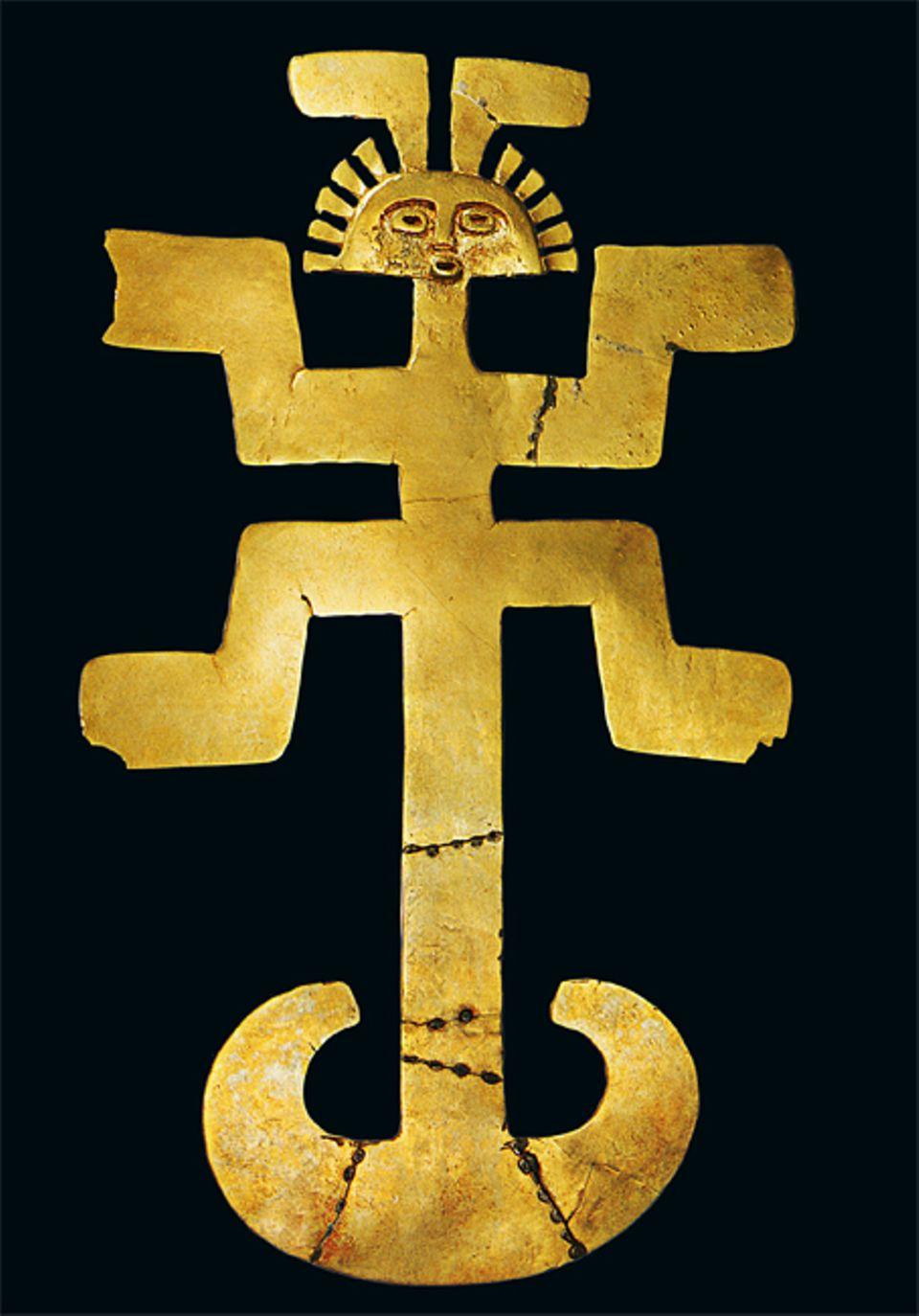 El Dorado: Brustschmuck wie diese Jaguar-Figur tragen Schamanen wohl bei rituellen Tänzen. Nach dem Glauben der Ureinwohner verwandeln sich die Priester bei der Zeremonie in eines der Raubtiere