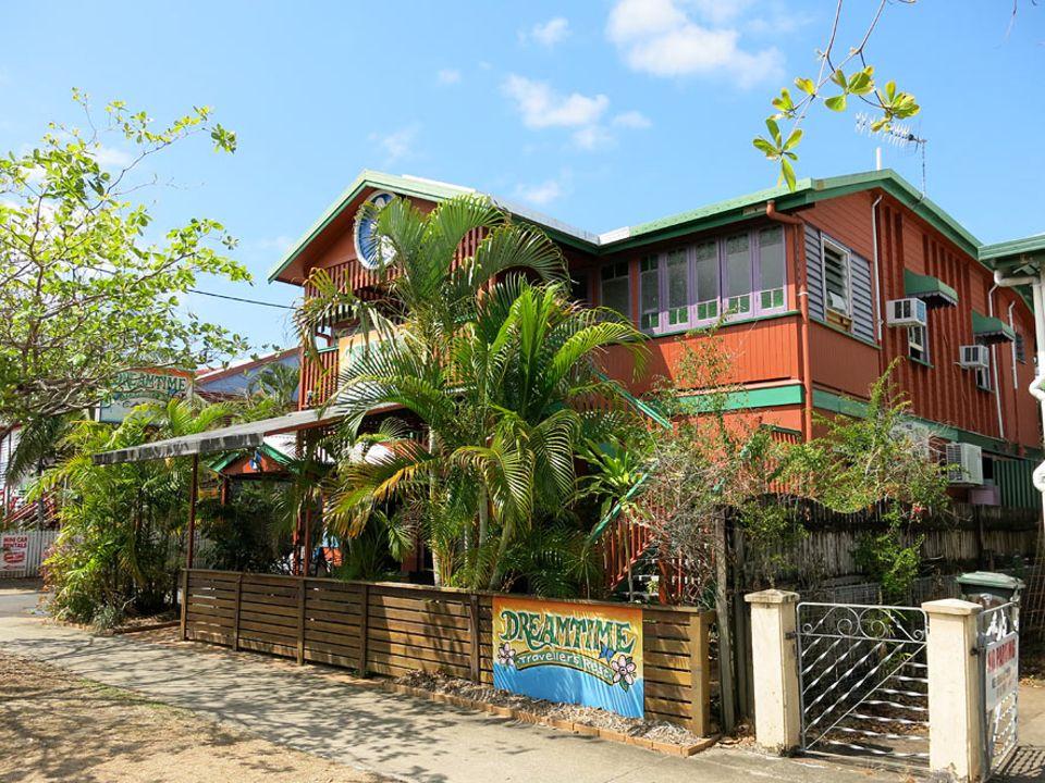 Australiens Ostküste: Ein freundliches Hostel in einem alten Queenslander: Das Dreamtime Travellers Rest liegt entspannt am Rand der Innenstadt von Cairns