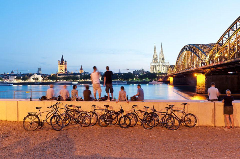 Reisetipps: Chill-Out-Zone Rheinufer: Im Sommer ist hier immer etwas los