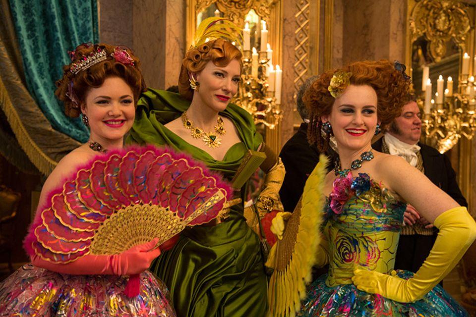 Filmtipp: Die böse Stiefmutter (M.) und ihre neidischen Töchter missgönnen Cinderella ihr Glück