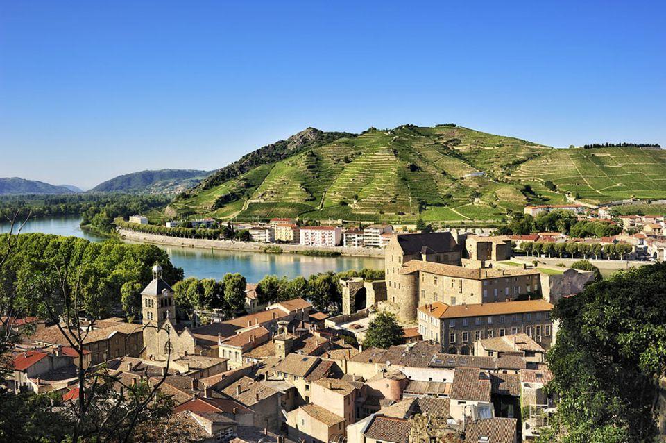 Frankreich: Besonders die ursprüngliche Altstadt von Tournon-sur-Rhône verzaubert die Besucher der Kleinstadt an der Rhône