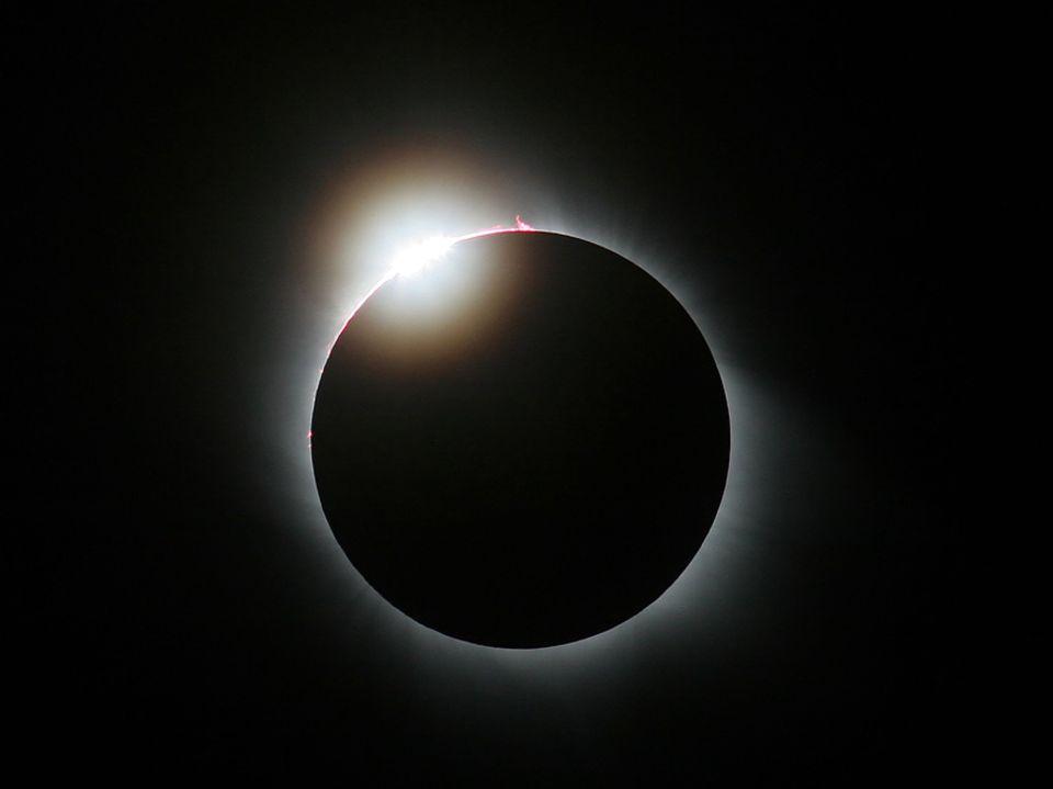 """Sonnenfinsternis: Kommt es bei der partiellen Sonnenfinsternis zum """"Blackout""""? Das Fraunhofer ISE kommt zu einem klaren Ergebnis"""