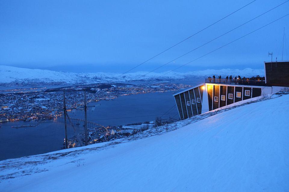 Polarlichter: Die Bergstation der Fjellheisen-Seilbahn eröffnet einen Panoramablick über die Stadt