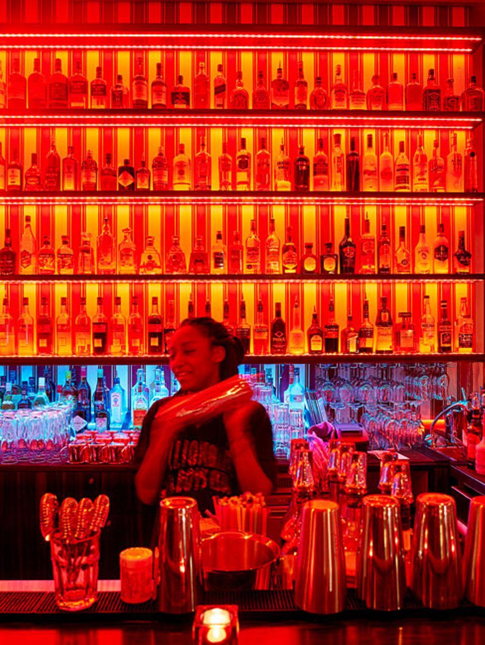 """Verborgene Schätze in Hamburg: Die """"Red Lounge Bar"""" macht ihrem Namen alle Ehre. Zudem stimmt hier immer der Mix"""