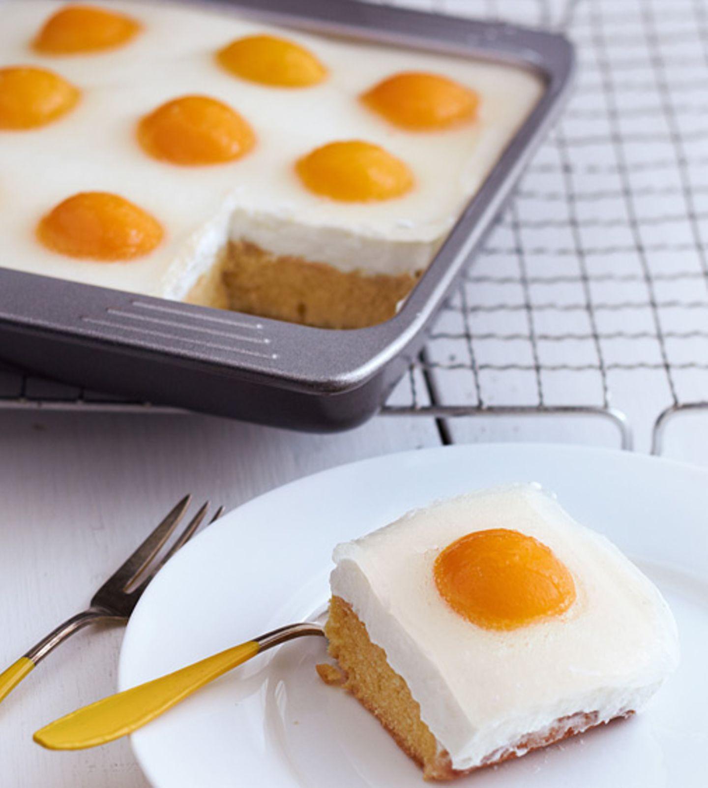Rezept: Nein - das ist kein Kuchen aus Spiegeleiern. Dieser Eierkuchen entsteht aus Quark und Aprikosen
