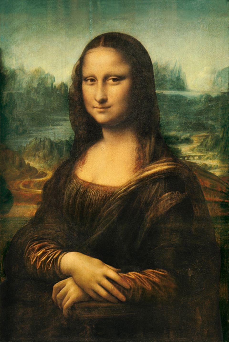 """Renaissance: """"Mona Lisa"""": Für das Porträt der geheimnisvollen Schönheit perfektioniert Leonardo um 1503 eine neue Maltechnik: Er trägt stark verdünnte Ölfarben in zum Teil Dutzenden von Schichten auf, was die Konturen leicht verschwommen und die Dargestellte ein wenig entrückt wirken lässt"""