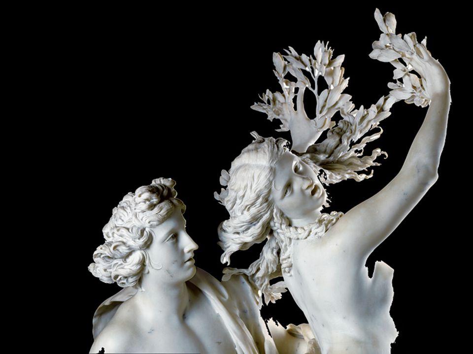 """Ein Leben für Rom: Lorbeerzweige sprießen der Nymphe aus den Fingerkuppen, Blätter aus den Spitzen ihrer Haare: In einen Baum verwandelt, wird sie ihrem Verehrer entkommen. Das mythologische Drama um """"Apollo und Daphne"""" haut Bernini um 1623 für einen Kardinal aus dem Stein"""