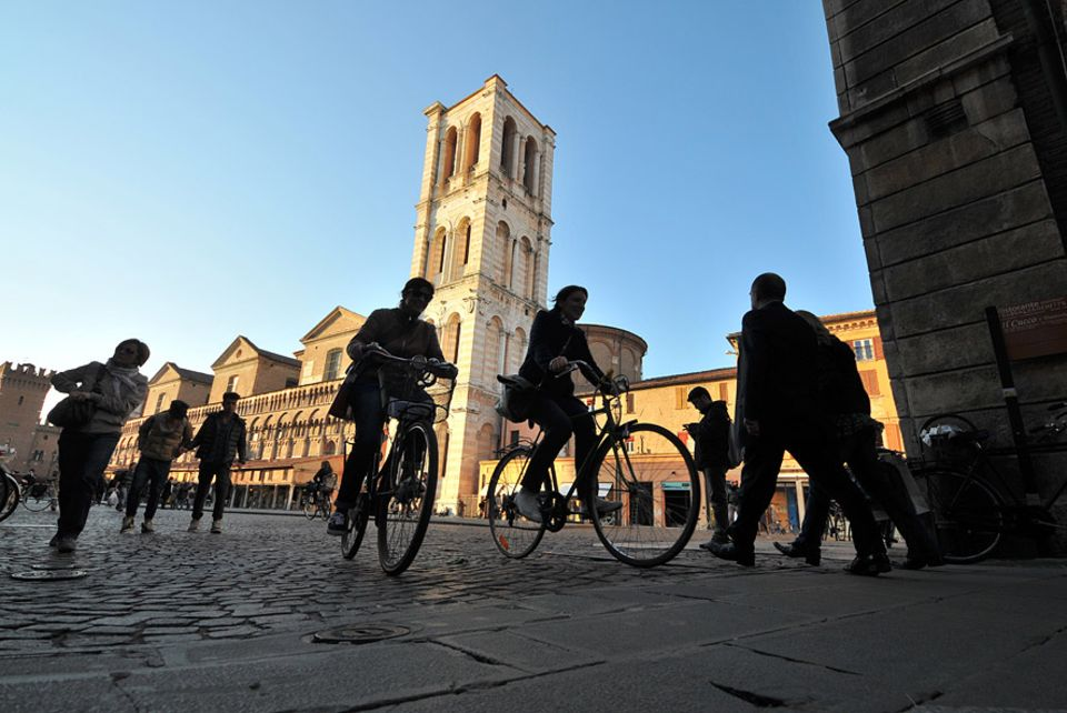 Ferrara: Die Kathedrale von Ferrara ist dem heiligen Georg gewidmet, der Schutzpatron der Stadt