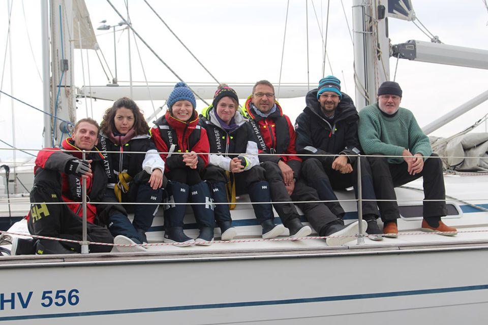 Segelrebellen: Die Crew der Jungfernfahrt auf dem Mittelmeer mit Hauke (links außen) und Marc (zweiter von rechts)