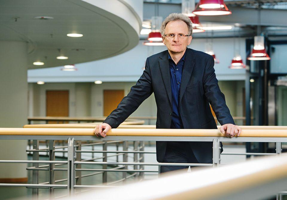 Interview: Prof. Dr. Bernhard Watzl ist Ernährungswissenschaftler und befasst sich vor allem mit der gesundheitlichen Bewertung von Nahrungsmitteln. Unter anderem hat er untersucht, ob Bio-Produkte ernährungs-physiologisch hochwertiger sind als konventionell erzeugte Waren