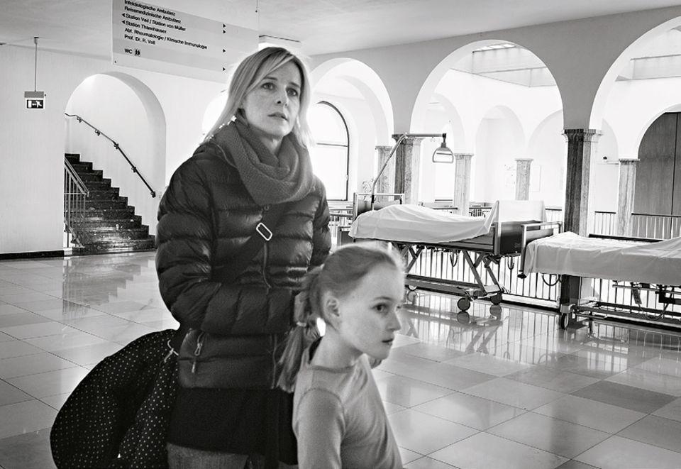 In der Freiburger Uniklinik: Auch schmerzhaften Erinnerungen will Andrea Riedinger nicht ausweichen. Monatelang wurde ihr Mann hier behandelt, ehe er an einem Hirntumor starb