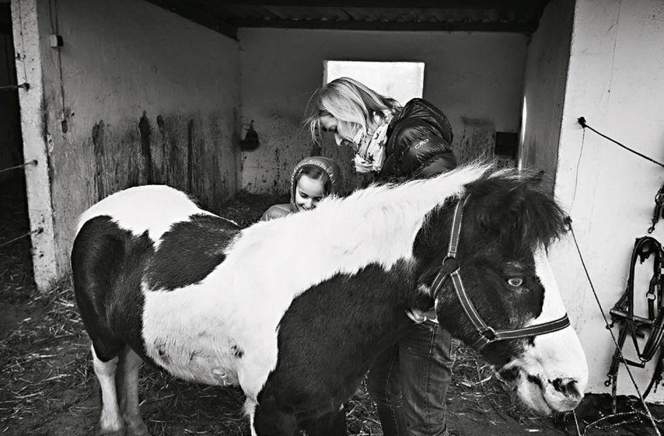 Die Tochter war für Andrea Riedinger wie ein Rettungsanker in der Krise: Sie klammerte sich an das Ziel, ihr Kind glücklich zu machen - eine Aufgabe, für die es sich zu leben lohnte