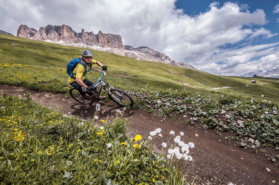 Val Gardena: Ob der Freeride Strecke Campinoi oder den gebauten Trails der Sella Ronda. Große Anlieger laden zu Schräglagen ein