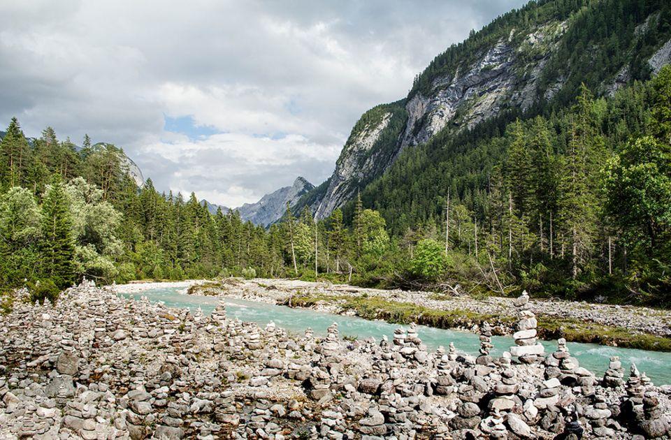 Ausflüge: Ausufernd schön: Die Isar schlängelt sich auf ihren ersten Kilometern an Wäldern und Steintürmchen entlang